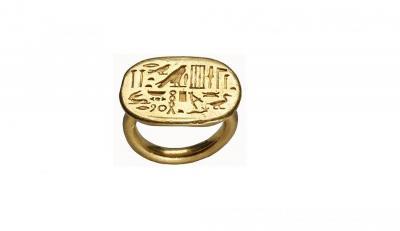 Anillo de un personaje llamado Sa-Neith. Oro. Dinastía XXVI (664-525 aC).