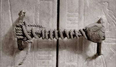 Segell intacte a la capella de la tomba de Tutankhamon