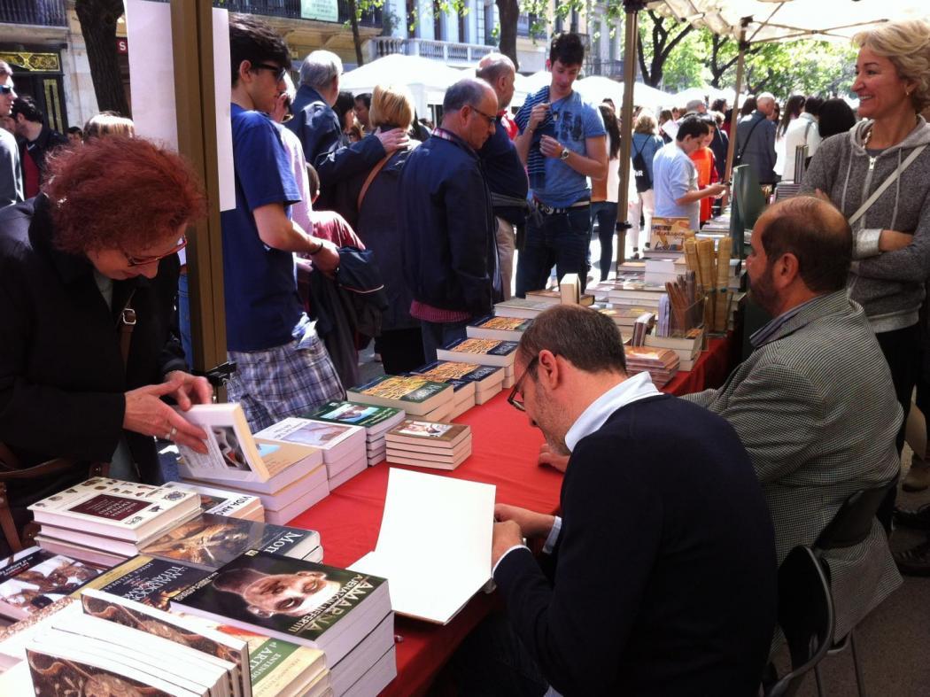Firma libros en Barcelona Sant Jordi 2019
