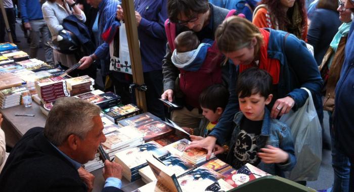 Diada de Sant Jordi en Rambla de Catalunya