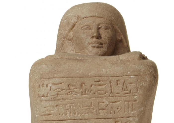 Seminari de traducció d'escriptura jeroglífica. Huy i les estàtues cub del Museu Egipci de Barcelona