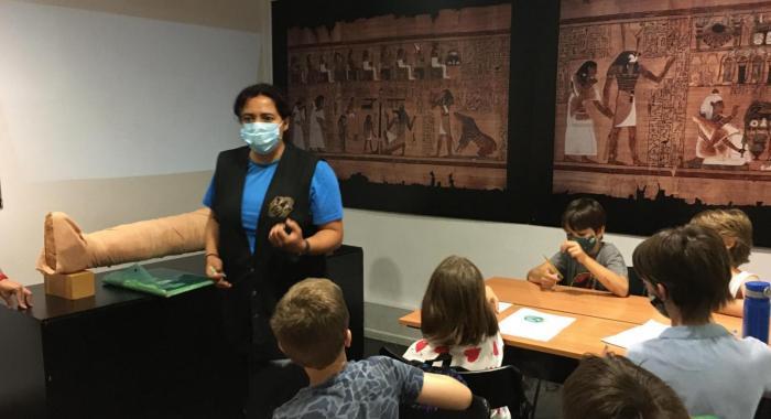 Tasques dels educadors per a les escoles a les aules del Museu Egipci de Barcelona