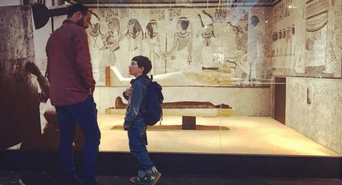 VISITANDO EL MUSEO EN FAMILIA